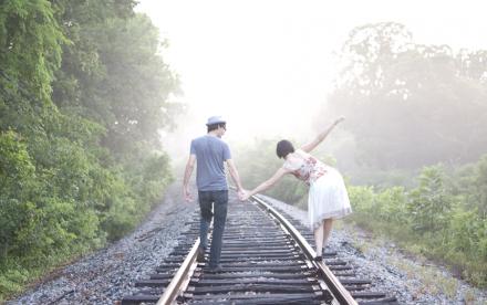 couple balance-web