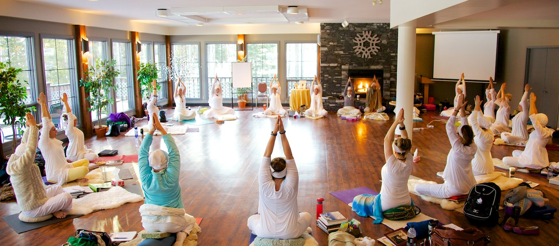 Yoga class with Sat Dharam Kaur - Parvati Magazine